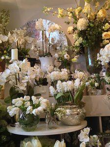 фото Искусственные цветы в интерьере от 26.03.2018 №132 - Artificial flowe - design-foto.ru