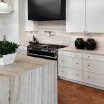 Фото Интерьер кухни в частном доме 06.02.2019 №094 - Kitchen interior - design-foto.ru