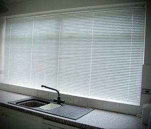 горизонтальные жалюзи в интерьере 19.09.2019 №022 - horizontal blinds in t - design-foto.ru