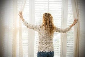 горизонтальные жалюзи в интерьере 19.09.2019 №029 - horizontal blinds in t - design-foto.ru