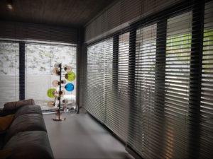 горизонтальные жалюзи в интерьере 19.09.2019 №043 - horizontal blinds in t - design-foto.ru