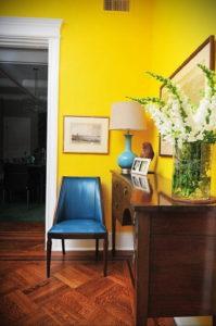 желтый цвет в интерьере гостиной 09.10.2019 №035 -yellow in interior- design-foto.ru