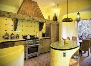 желтый цвет в интерьере кухни 09.10.2019 №043 -yellow in interior- design-foto.ru