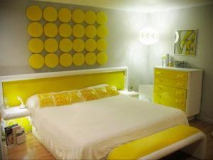 желтый цвет в интерьере спальни 09.10.2019 №005 -yellow in interior- design-foto.ru