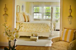 желтый цвет в интерьере спальни 09.10.2019 №024 -yellow in interior- design-foto.ru
