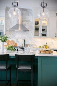 зеленая кухня в интерьере 06.10.2019 №032 -green in the interior- design-foto.ru