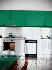 зеленая кухня в интерьере 06.10.2019 №041 -green in the interior- design-foto.ru