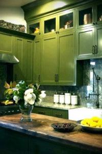 зеленая кухня в интерьере 06.10.2019 №051 -green in the interior- design-foto.ru