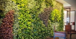 зеленая стена в интерьере 06.10.2019 №022 -green in the interior- design-foto.ru