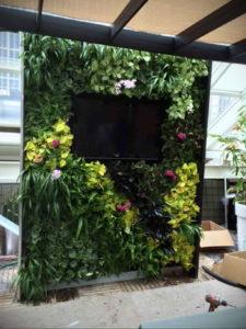 зеленая стена в интерьере 06.10.2019 №032 -green in the interior- design-foto.ru