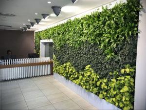 зеленая стена в интерьере 06.10.2019 №051 -green in the interior- design-foto.ru