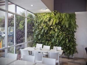 зеленая стена в интерьере 06.10.2019 №053 -green in the interior- design-foto.ru