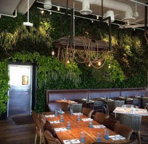 зеленая стена в интерьере 06.10.2019 №054 -green in the interior- design-foto.ru