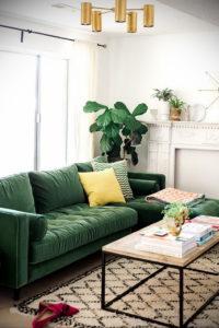 зеленый диван в интерьере 06.10.2019 №001 -green in the interior- design-foto.ru
