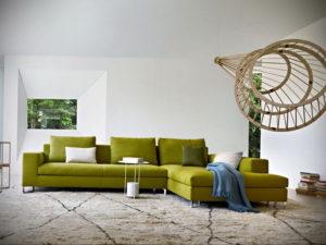 зеленый диван в интерьере 06.10.2019 №002 -green in the interior- design-foto.ru