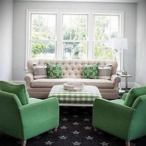 зеленый диван в интерьере 06.10.2019 №012 -green in the interior- design-foto.ru