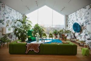 зеленый диван в интерьере 06.10.2019 №013 -green in the interior- design-foto.ru