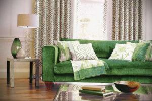 зеленый диван в интерьере 06.10.2019 №018 -green in the interior- design-foto.ru