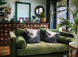 зеленый диван в интерьере 06.10.2019 №042 -green in the interior- design-foto.ru