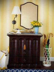 обои желтого цвета в интерьере 09.10.2019 №025 -yellow in interior- design-foto.ru