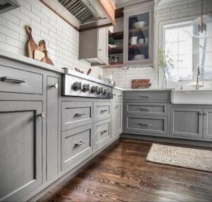 серый цвет в интерьере кухни 24.09.2019 №017 -gray interior- design-foto.ru