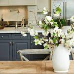 Фото Цветы в интерьере кухни от 26.09.2018 №050 - Flowers in the interior - design-foto.ru