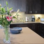 Фото Цветы в интерьере кухни от 26.09.2018 №076 - Flowers in the interior - design-foto.ru
