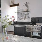 Фото Цветы в интерьере кухни от 26.09.2018 №112 - Flowers in the interior - design-foto.ru