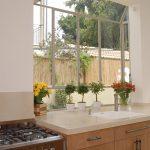 Фото Цветы в интерьере кухни от 26.09.2018 №147 - Flowers in the interior - design-foto.ru