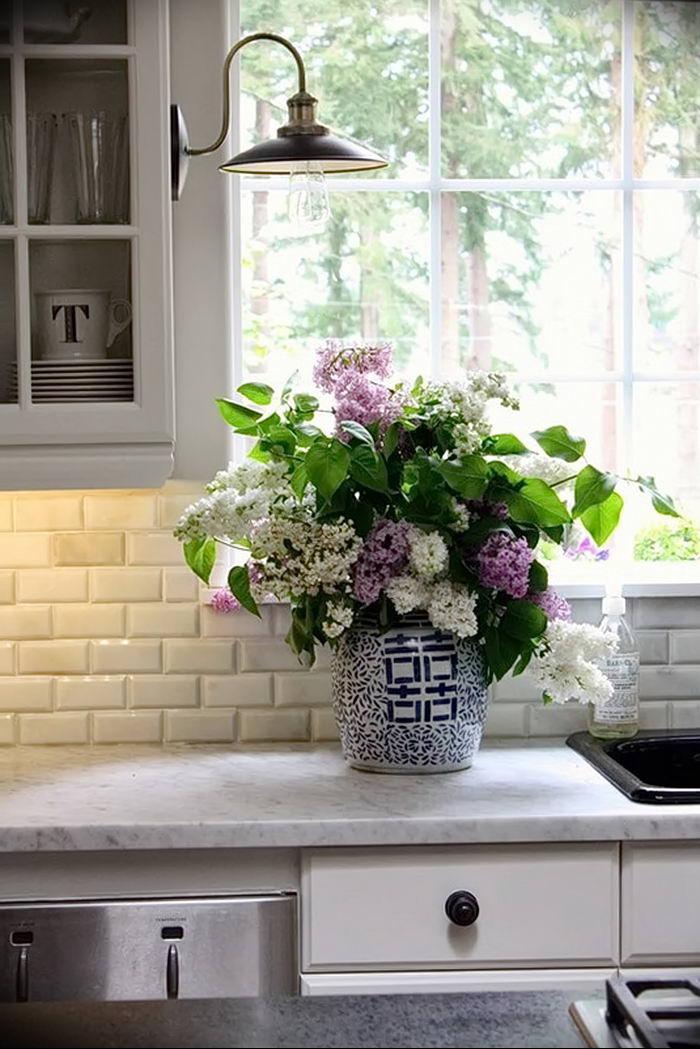 Фото Цветы в интерьере кухни от 26.09.2018 №274 - Flowers in the interior - design-foto.ru